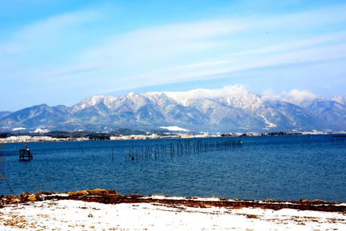 1-14.01.26 比良山地の雪山と琵琶湖-4.jpg