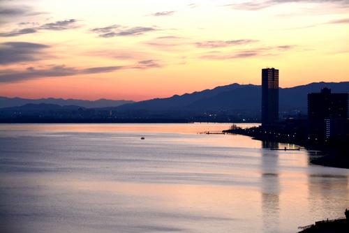 1-14.01.26 琵琶湖ホテル部屋から夜明け-3.jpg