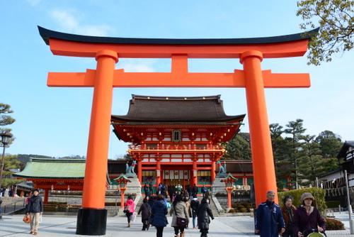 1-14.01.28 伏見稲荷.大鳥居と楼門.jpg