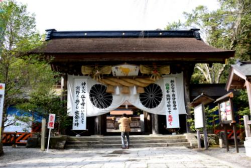 1-14.03.07 熊野本宮大社山門.jpg