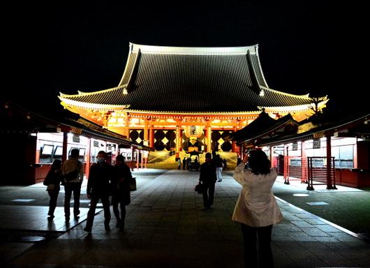 1-14.03.22 夜の浅草寺本堂.jpg