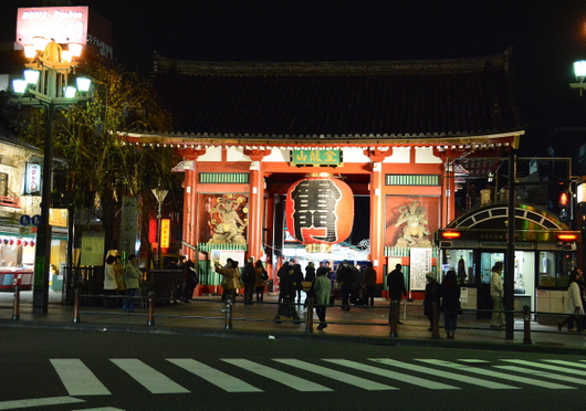 1-14.03.22 夜の雷門.jpg