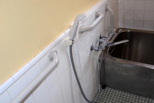 1-14.04.22 浴室の手摺り-1.jpg