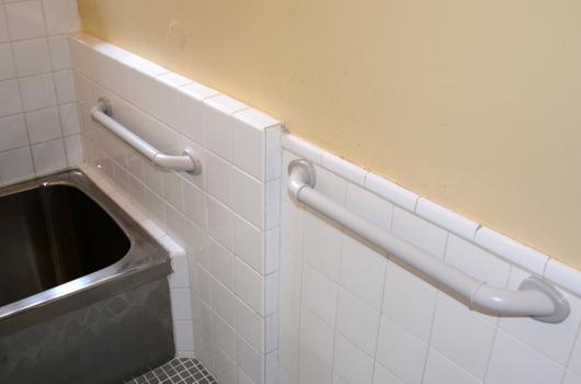 1-14.04.22 浴室の手摺り-2.jpg