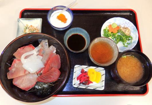 1-15.01.18 昼食海鮮丼.jpg