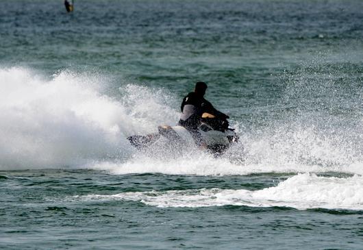 1-15.08.02 水上バイク-5.jpg