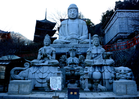1-16.03.24 6番 壺阪寺大石像.jpg