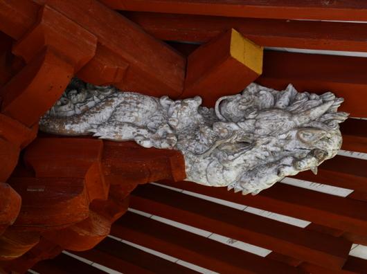 1-16.03.27 7番 岡寺仁王門の龍の彫刻.jpg