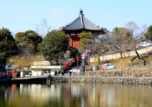 1-16.04.07 9番 南円堂本堂と猿沢の池.jpg