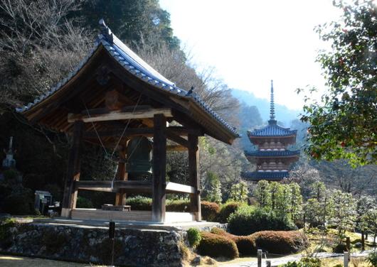 1-16.04.09 10番 三室戸寺鐘楼と多宝塔.jpg