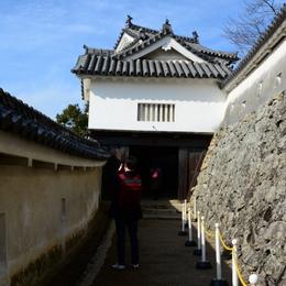1-17.01.22 にの門.jpg