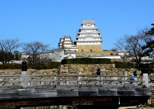 1-17.01.22 桜門橋から姫路城.jpg