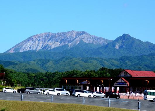 1-17.06.02 南からの大山.jpg