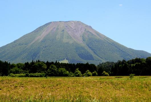 1-17.06.05 西からの大山.jpg