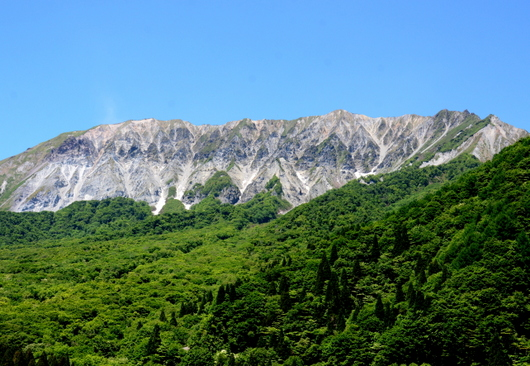 1-17.06.05 鍵掛展望台から大山.jpg