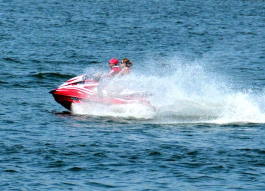 1-17.08.28 水上バイク.jpg