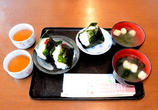 1-18.05.19 昼食千枚田のおにぎり.jpg