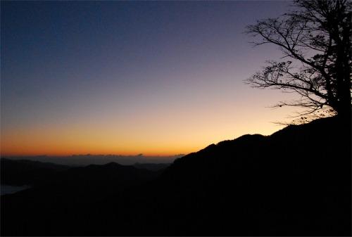 s-08.10.21大台ヶ原の夜明け.jpg