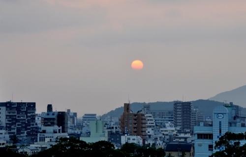 s-10.08.26 和歌山城公園から日の出.jpg