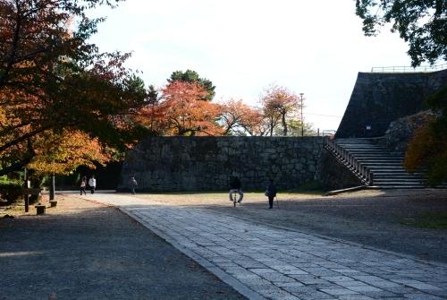 s-13.11.25 表坂登り口付近.jpg