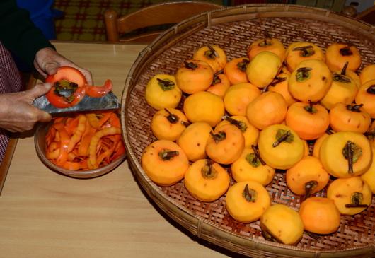 1-14.11.23 吊し柿-2.jpg