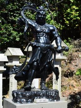 1-16.04.23 12番 岩間寺仁王像.jpg
