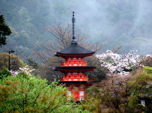 1-16.05.13 16番 清水寺子安の塔.jpg