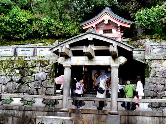 1-16.05.13 16番 清水寺音羽の滝.jpg