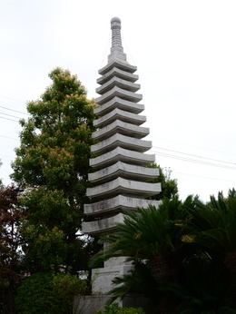 1-16.05.21 22番 総持寺十三重石塔.jpg