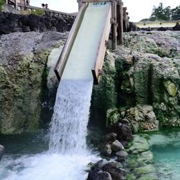 1-16.07.21 流出する温泉.jpg