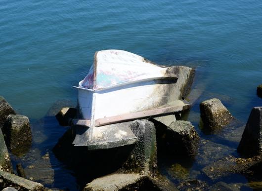 1-17.05.24 漂着した舟.jpg