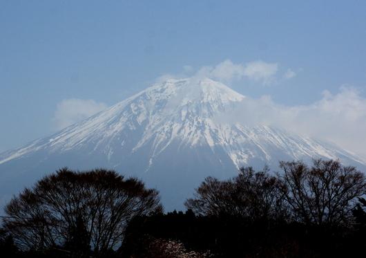 1-18.04.07 白糸の滝から富士山.jpg