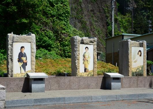 1-18.05.22 五代夏子他の歌碑.jpg