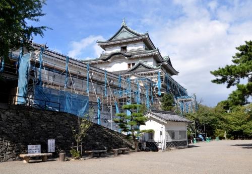 s-10.09.04 改修中の和歌山城天守閣.jpg