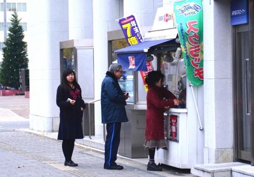 s-13.12.10 年末ジャンボ宝くじ売り場.jpg